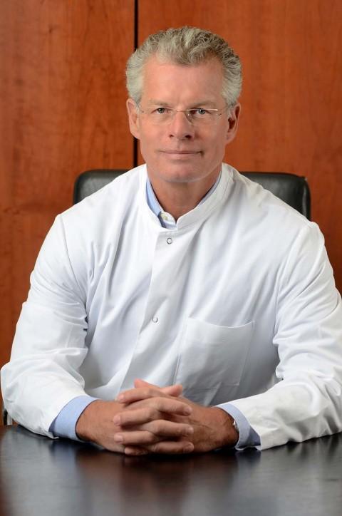 """""""Die Endoklinik: kann eine Klinik eine Marke sein?"""" Vortrag mit Prof. Dr. med. Thorsten Gehrke"""