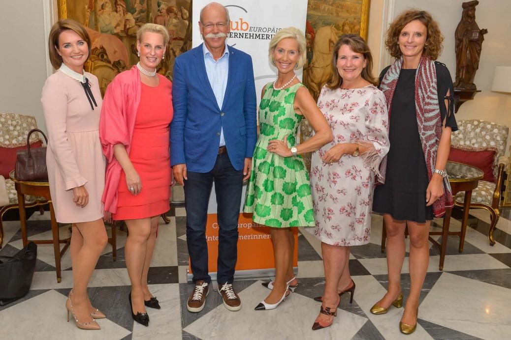 Anita Freitag-Meyer, Christiane Peters, Dr. Dieter Zetsche, Kristina Tröger, Christiane Goetz-Weimer und Katarzyna Mol-Wolf