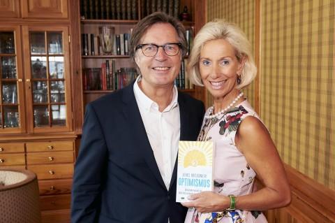"""Absolut Lesenswert! Beim Herbstbrunch der Optimisten stellte CeU-Unterstützer Prof. Jens Weidner erstmalig sein neues Buch """"Optimismus -Warum manche weiter kommen als andere"""" vor."""