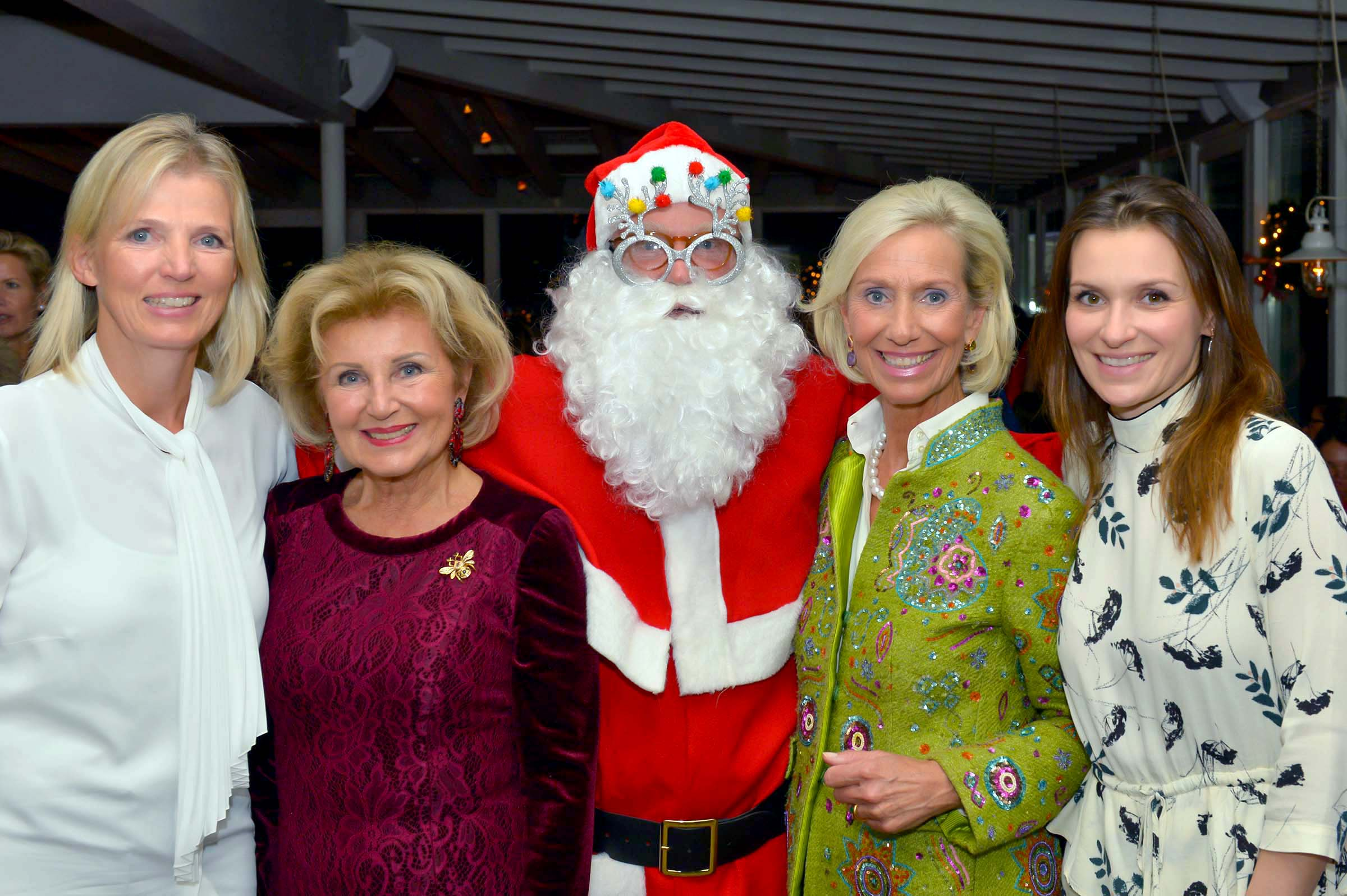 Kirsten Dahler (Dahler & Company), Annette von Rantzau (Schloss Rohlstorf), Santa, Kristina Tröger (CeU Präsidentin) und Dr. Fabienne Dieckmann (Dieckmann RAe)
