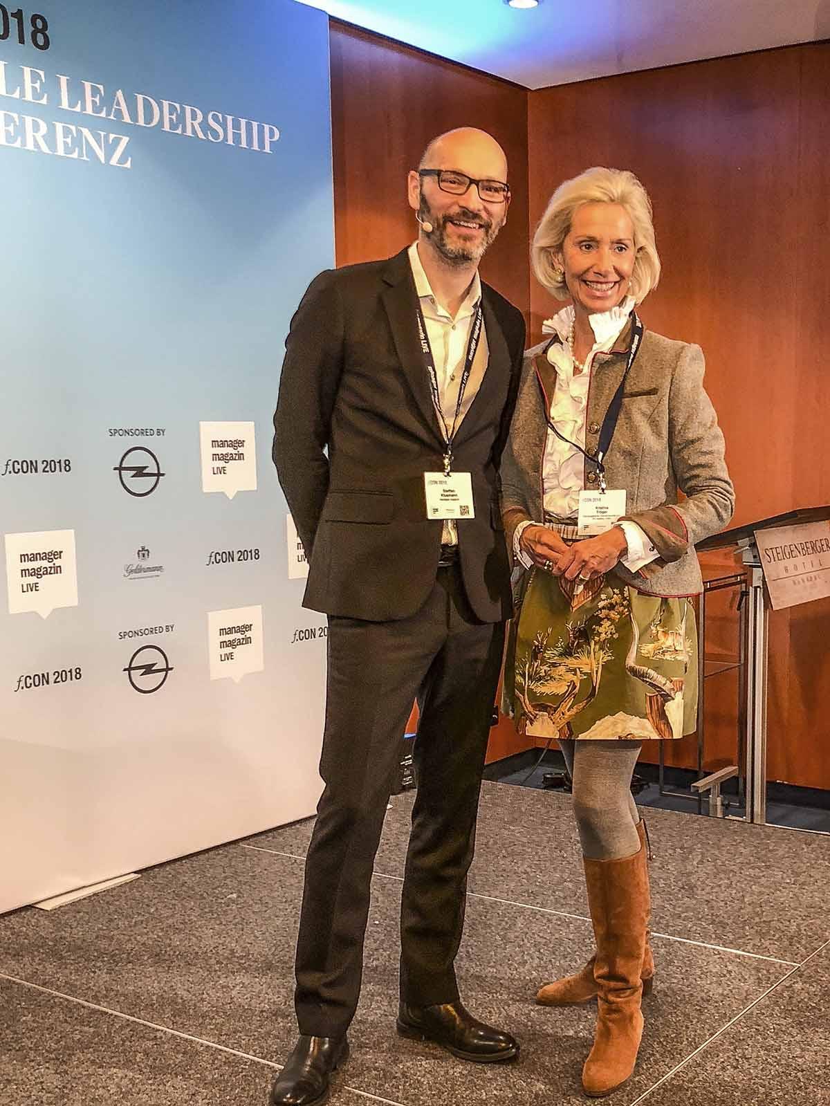 Chefredakteur Steffen Klusmann mit Kristina Tröger