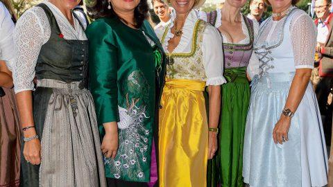 CeU-Ladies, der bayrische Wiesnhimmel wartet! Rein ins Dirndl – Auf geht's zur Wiesn!