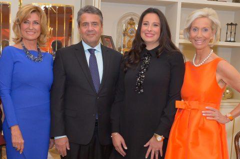 """Spektakuläre Verleihung des 1. CeU-Unternehmerinnenpreises """"DIE EUROPA""""."""