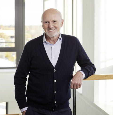 """Unternehmer Dirk Roßmann liest aus seinem Buch """"… dann bin ich auf den Baum geklettert!"""": Von Aufstieg, Mut und Wandel"""